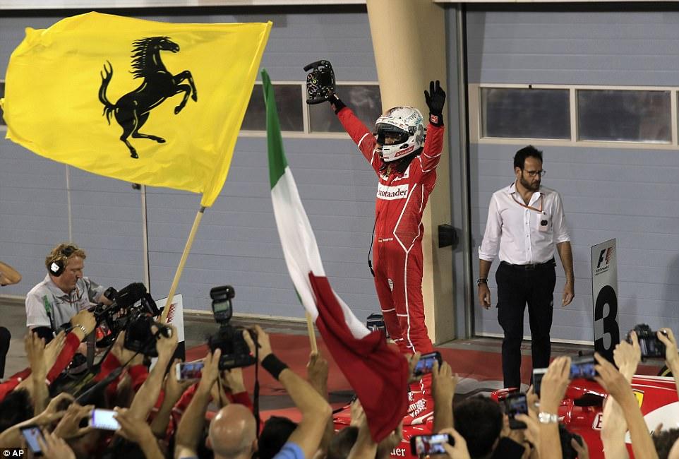 Sebastijan Fetel trijumfovao u Bahreinu ispred Mercedesovog tandema