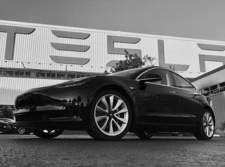 Prvi Tesla Model 3 ide… Ilonu Masku lično