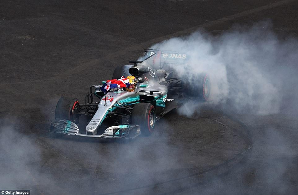 Hamilton šampion sa krugom zaostatka