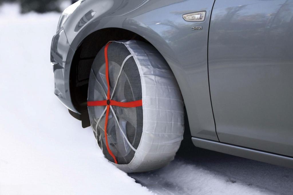 """""""Zimske čarape"""" za automobile rešavaju snežne muke (video)"""