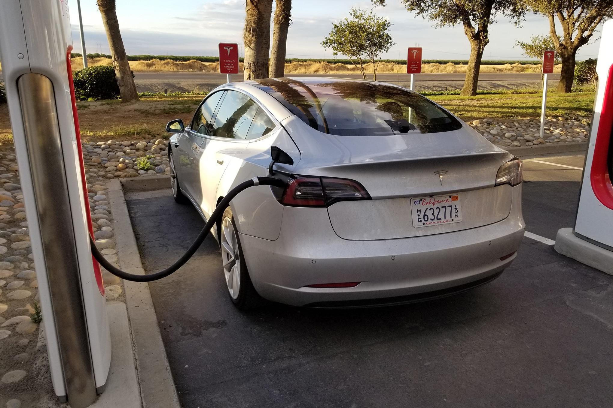 Tesla Model 3 – sporan kvalitet inicijalne serije