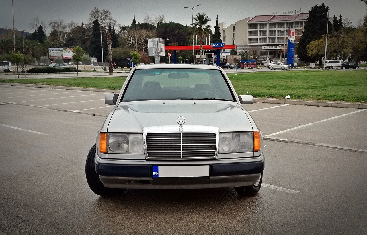 Mercedes-Benz W124 250D – Vožnja po oblacima