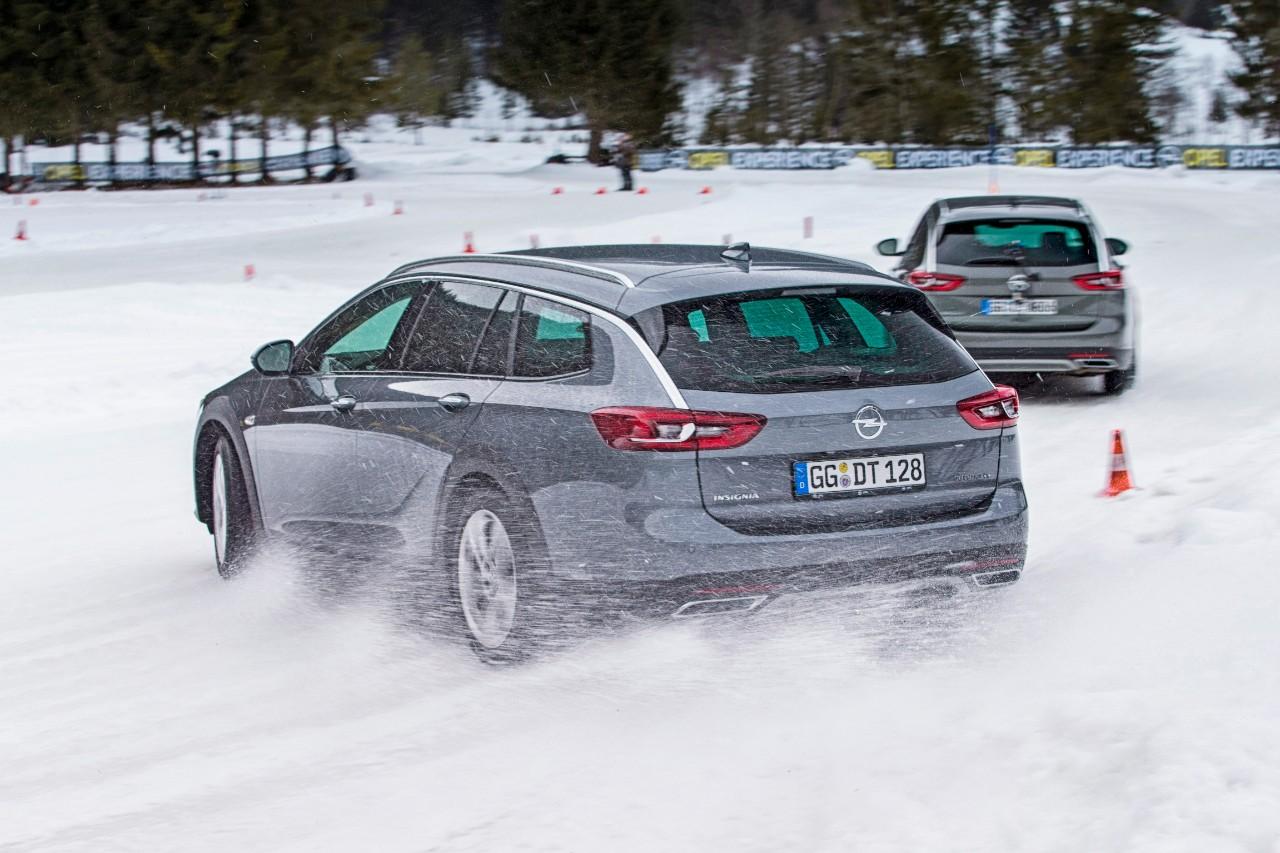 """Opel Insignia Country Tourer u demonstraciji svojih """"skijaških"""" sposobnosti"""