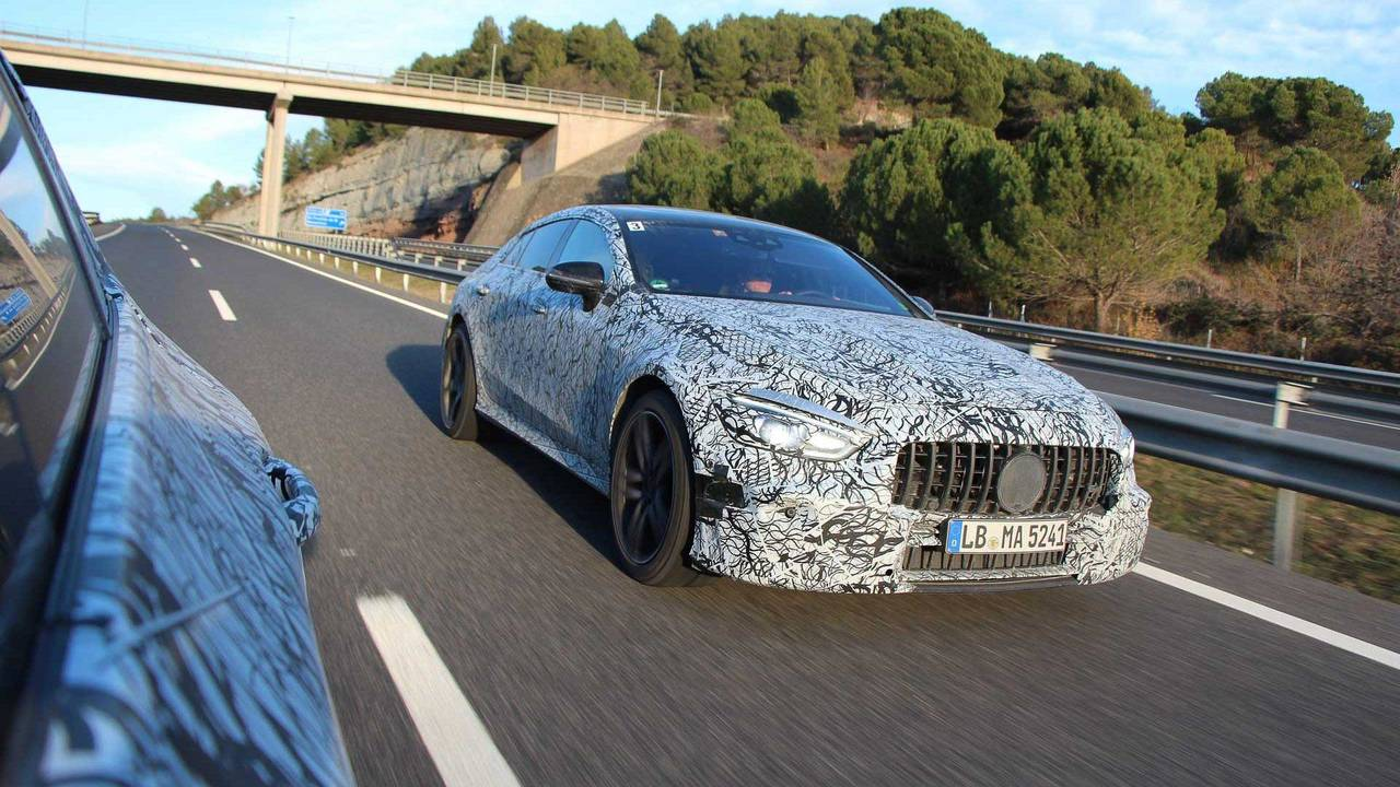Tizer fotografije Mercedes-AMG GT Coupea