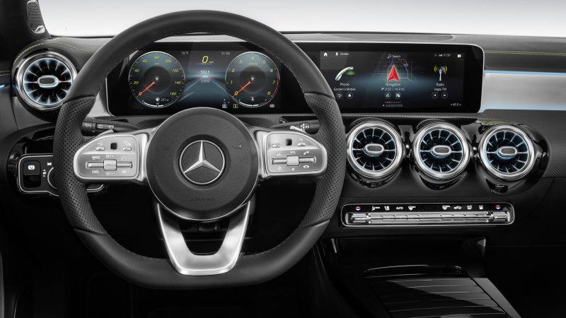 Mercedes objašnjava zašto restilizovana C klasa nije dobila MBUX