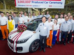 ceed-is-kias-3-millionth-car-assembled-in-europe-124584_1