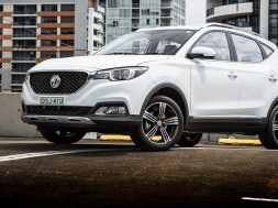 2018_mg-zs_review_hero