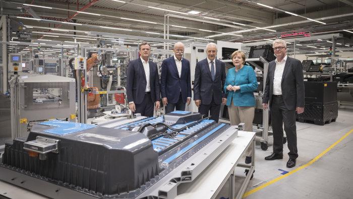 Da li je Angela Merkel pod kontrolom nemačke automobilske industrije?