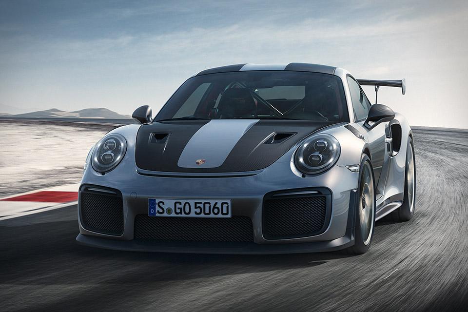 Porsche 911 GT2 RS – sprint do 300 km/h (VIDEO)