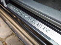 2015-chrysler-300-sedan-18