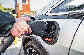 2017-Chevrolet-Bolt-EV-charging-port