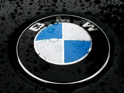 9703_BMW-symbol-with-water-drops-HD-wallpaper