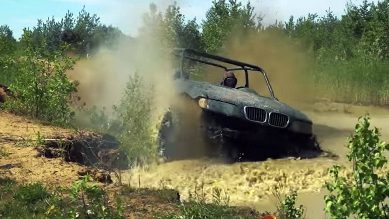 Evolucija jednog BMW X5 od slupanog automobila do terenskog vozila (video)
