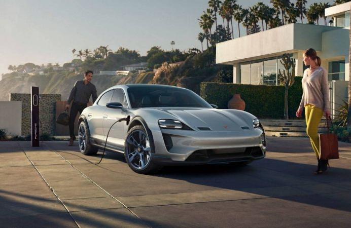 Porsche Mission E Cross Turismo stiže na tržište 2021.