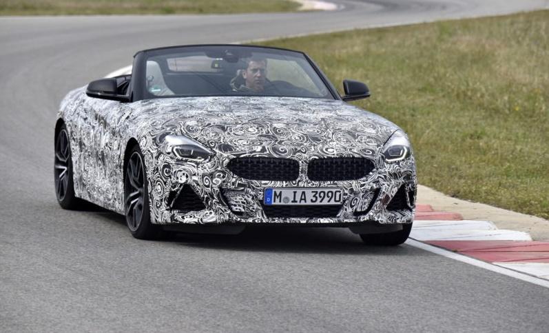 BMW Z4 i Toyota Supra na Nirburgringu (VIDEO)