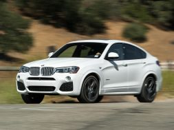 2015-BMW-X4-xDrive35i-front-three-quarter-in-motion-02