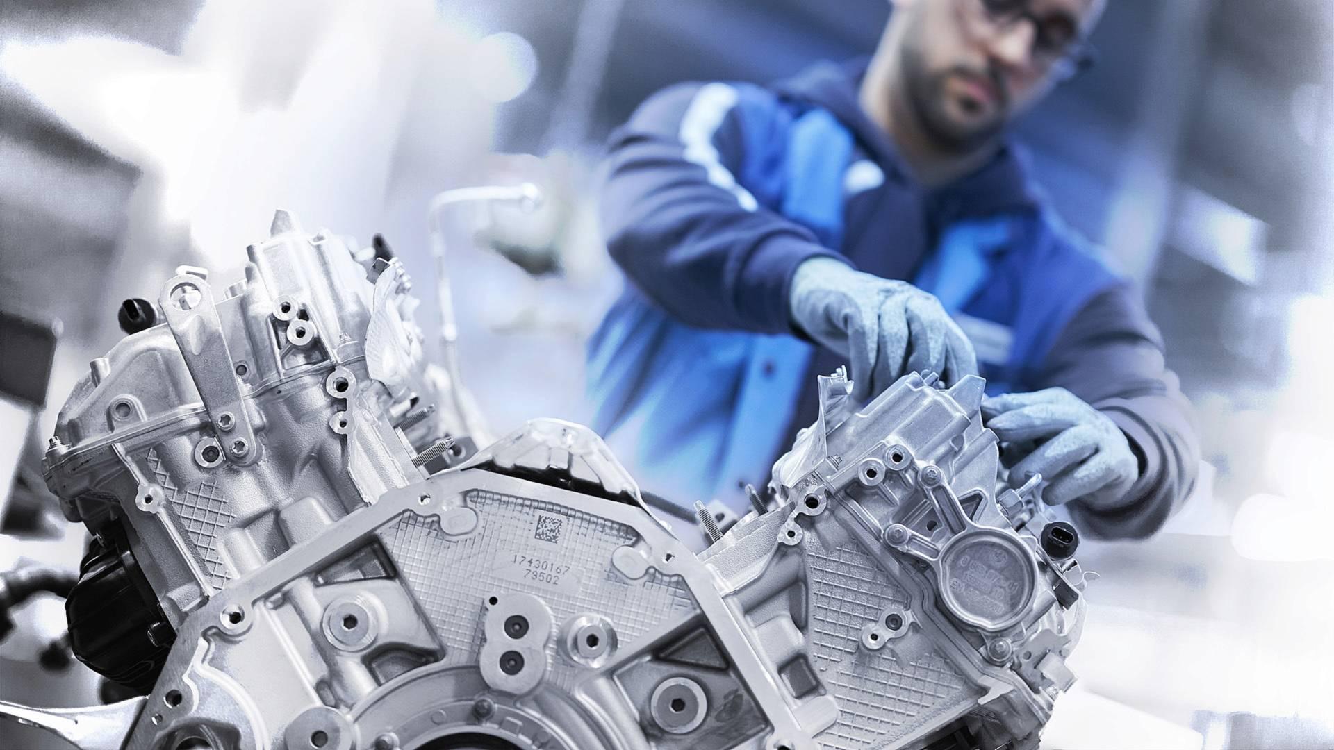Umetnost stvaranja – BMW 4.4 l V8 (VIDEO I GALERIJA)