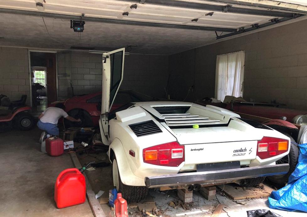 Dve nedelje stara vest o dva, dve decenije zapuštena Lamborghinija i Ferrarija