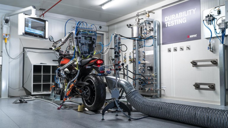 Akrapovič razvio robota za testiranje motocikala (video)