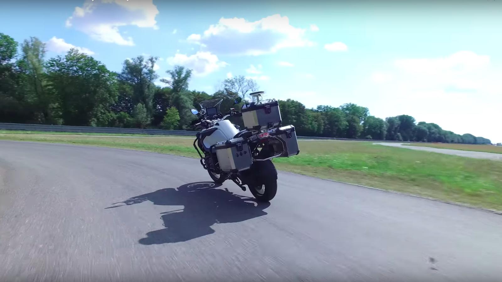 BMW napravio samovozeći motocikl (video)