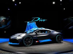 bugatti-divo-cuts-no-corners-at-the-paris-motor-show_56