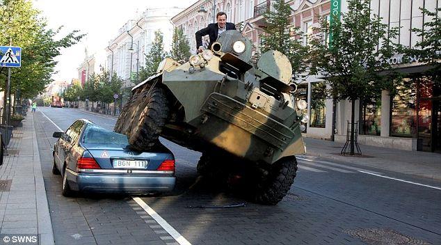 Ovako je gradonačelnik Viljnusa rešavao nepropisno parkirana vozila (VIDEO)