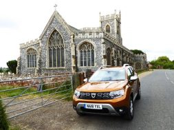 Dacia_Duster_2018_F34_church