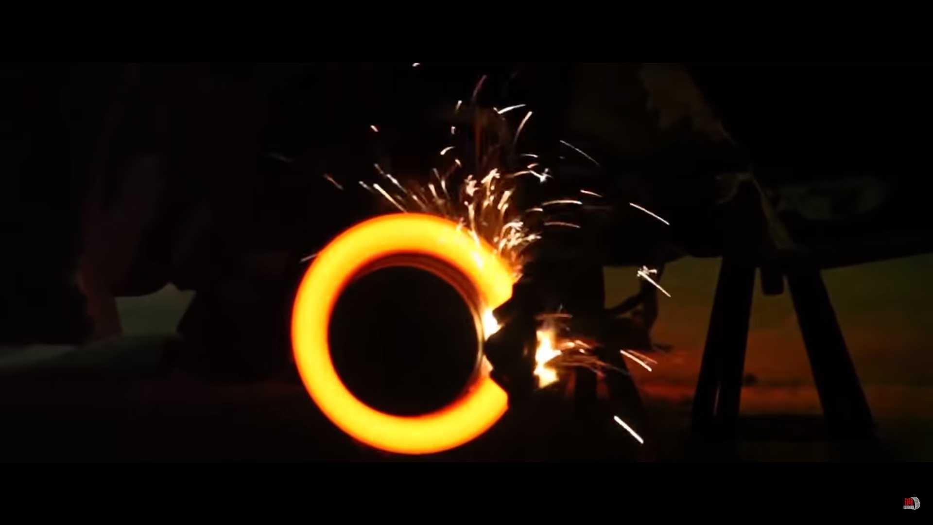 Šta se dešava kada se pritisnu papučice gasa i kočnice u isto vreme? (VIDEO)