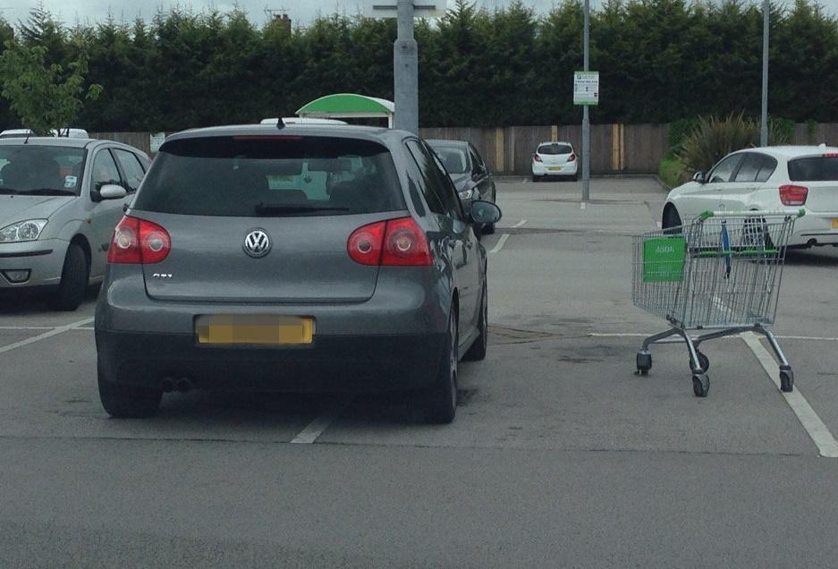 Istraživanje: Vozači SUV-a i Volkswagena najčešće se nekorektno parkiraju