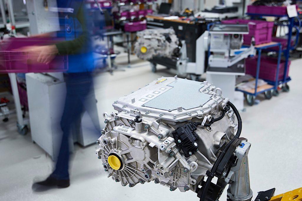 BMW: Integrisani superkompaktni električni pogonski sklop bez retkih minerala