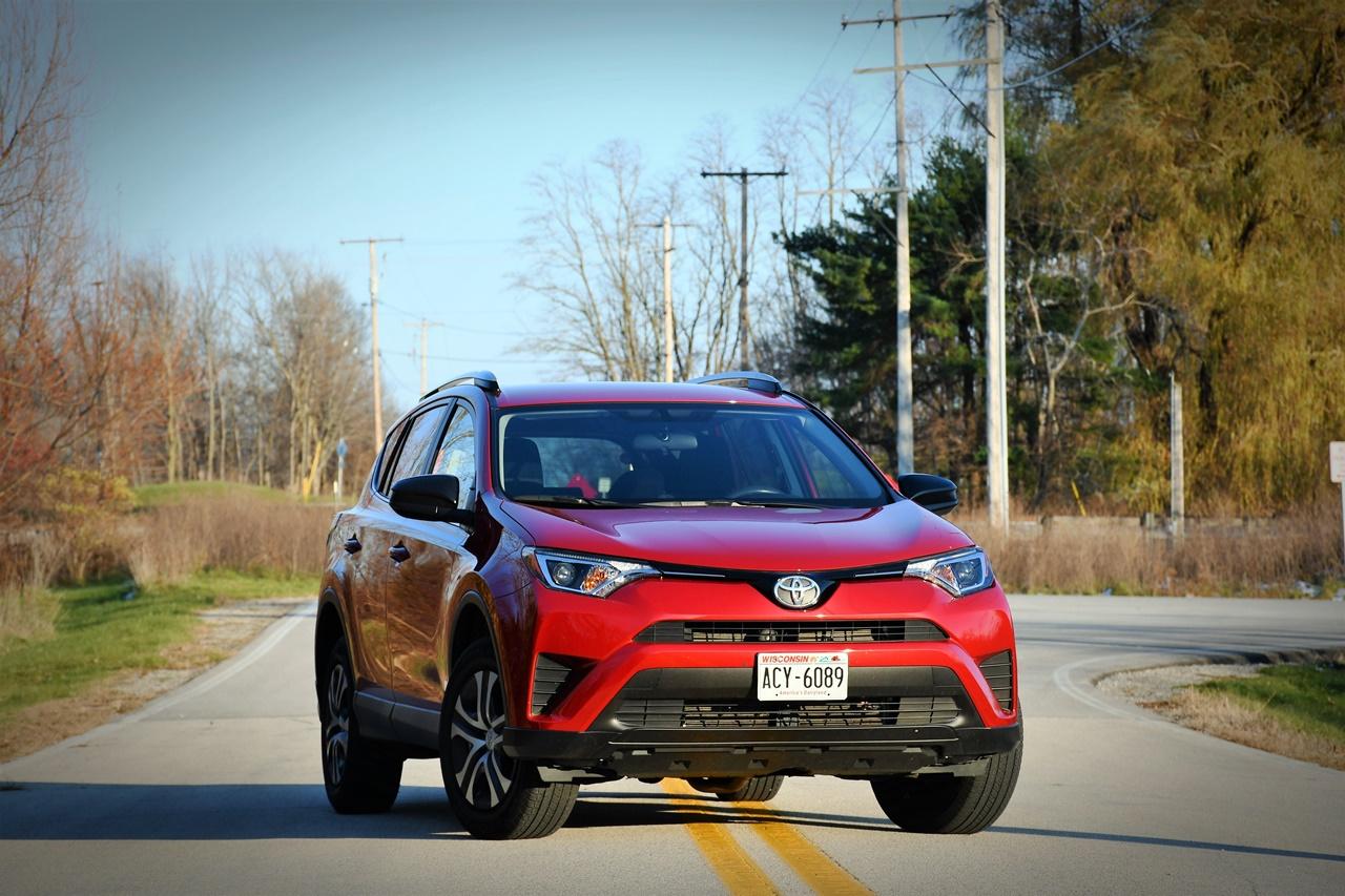 """Toyota RAV4 LE –  Novi """"dežurni krivac"""""""