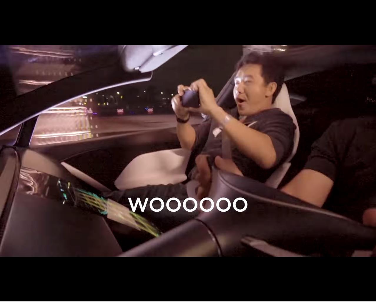 Reakcije suvozača na fantastično ubrzanje Teslinog Roadstera II (VIDEO)