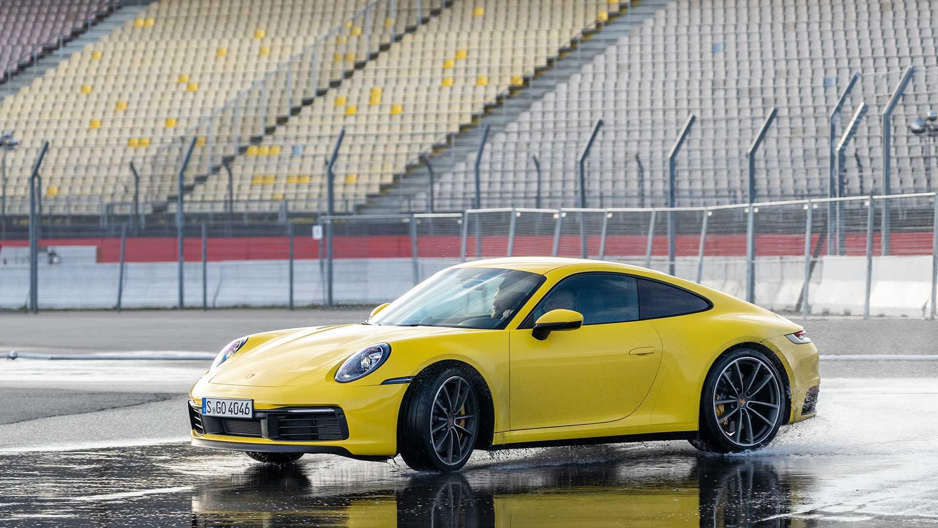 Novi Porsche 911 detektuje vlažan kolovoz i automatski prilagođava podešavanja (VIDEO)