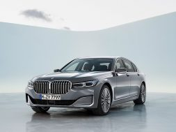 2020-bmw-7-series-has-more-tech-more-power-and-more-grille_36