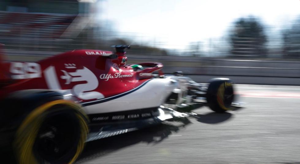 Problemi za Ferrari i Mercedes prvog dana druge ture testova u Barseloni