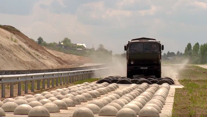 """Ruska vojska se malo zaigrala na """"off-road"""" poligonu (VIDEO)"""