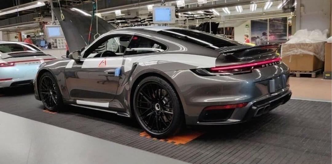 Prve fotografije novog Porschea 911 Turbo S