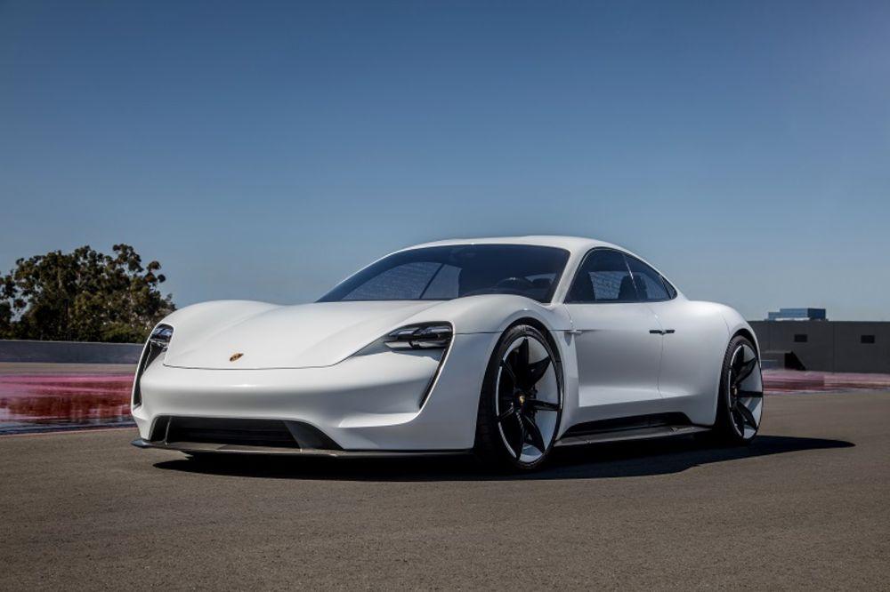 Porsche Taycan privlači veliki broj novih kupaca za marku iz Cufenhauzena