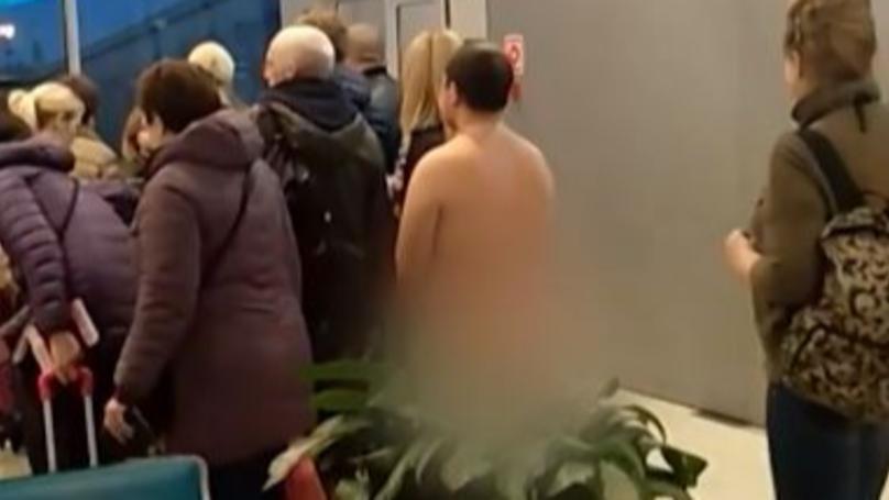 """Rus hteo da uđe u avion kao od majke rođen jer je """"tako aerodinamičniji"""" (VIDEO)"""