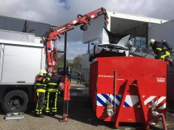bmw-i8-catches-fire-in-the-netherlands-firefighters-drop-it-in-water-container-133267_1