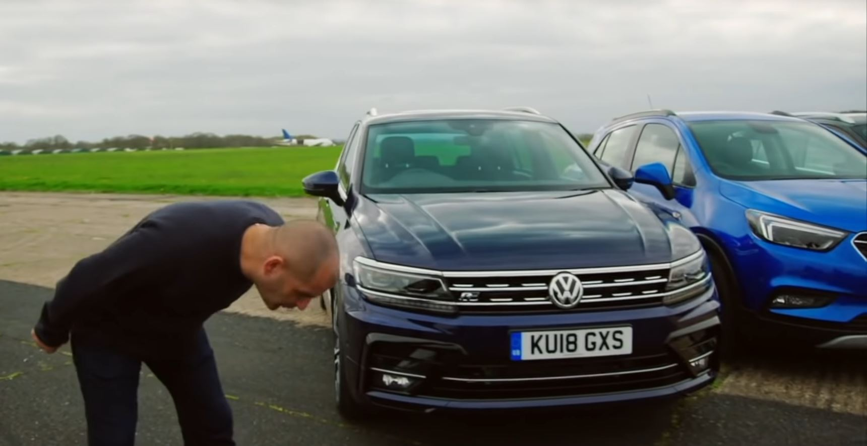 "Kris Haris razmatrao ""obične"" automobile pa pljuvao na prizor SUV modela (VIDEO)"