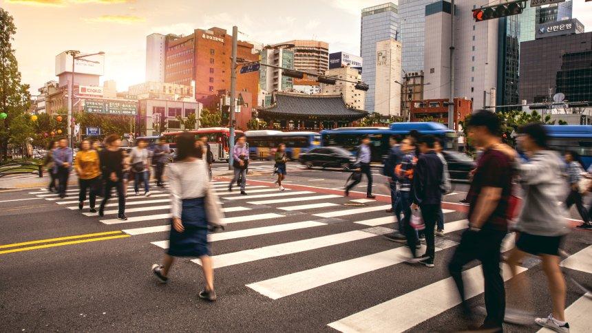 """Rešenje za pešake u saobraćaju – """"telefonski zombiji"""" dobijaju IT podršku"""