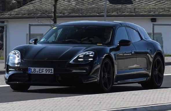 Porsche Taycan Sport Turismo na nemačkim ulicama