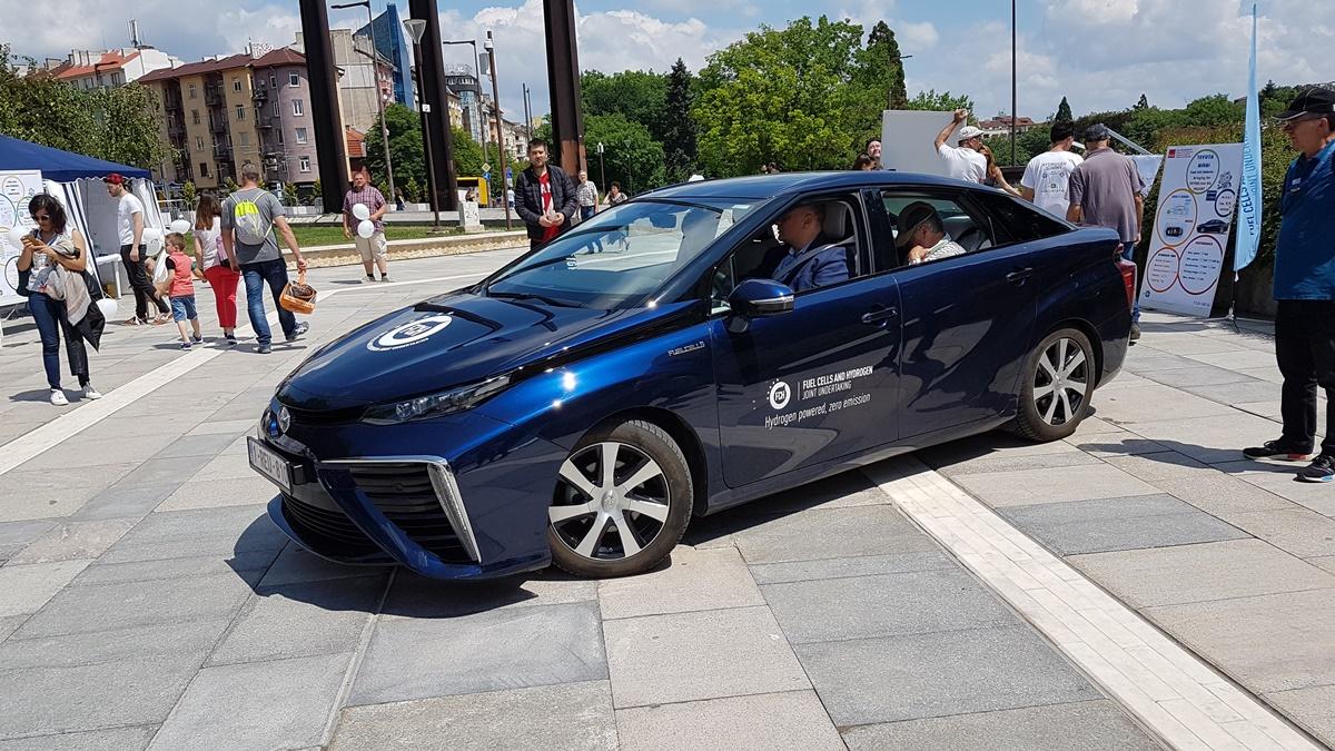 Toyota očekuje da se uskoro izjednače cene hibridnih i vozila iz FCEV segmenta