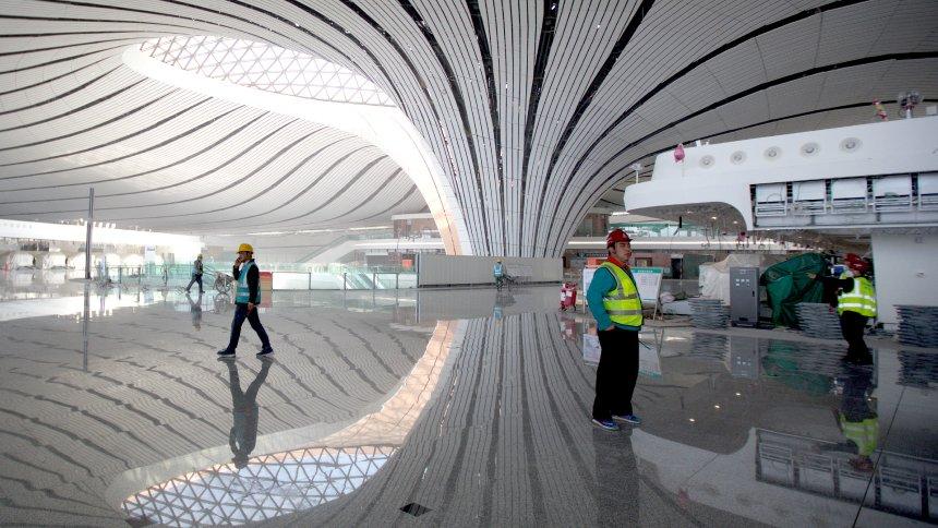 Najveći aerodrom na svetu Daxing u Pekingu počeo sa probnim letovima (VIDEO)