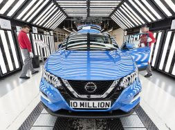 a-qashqai-is-nissan-sunderlands-10-millionth-vehicle-135354_1