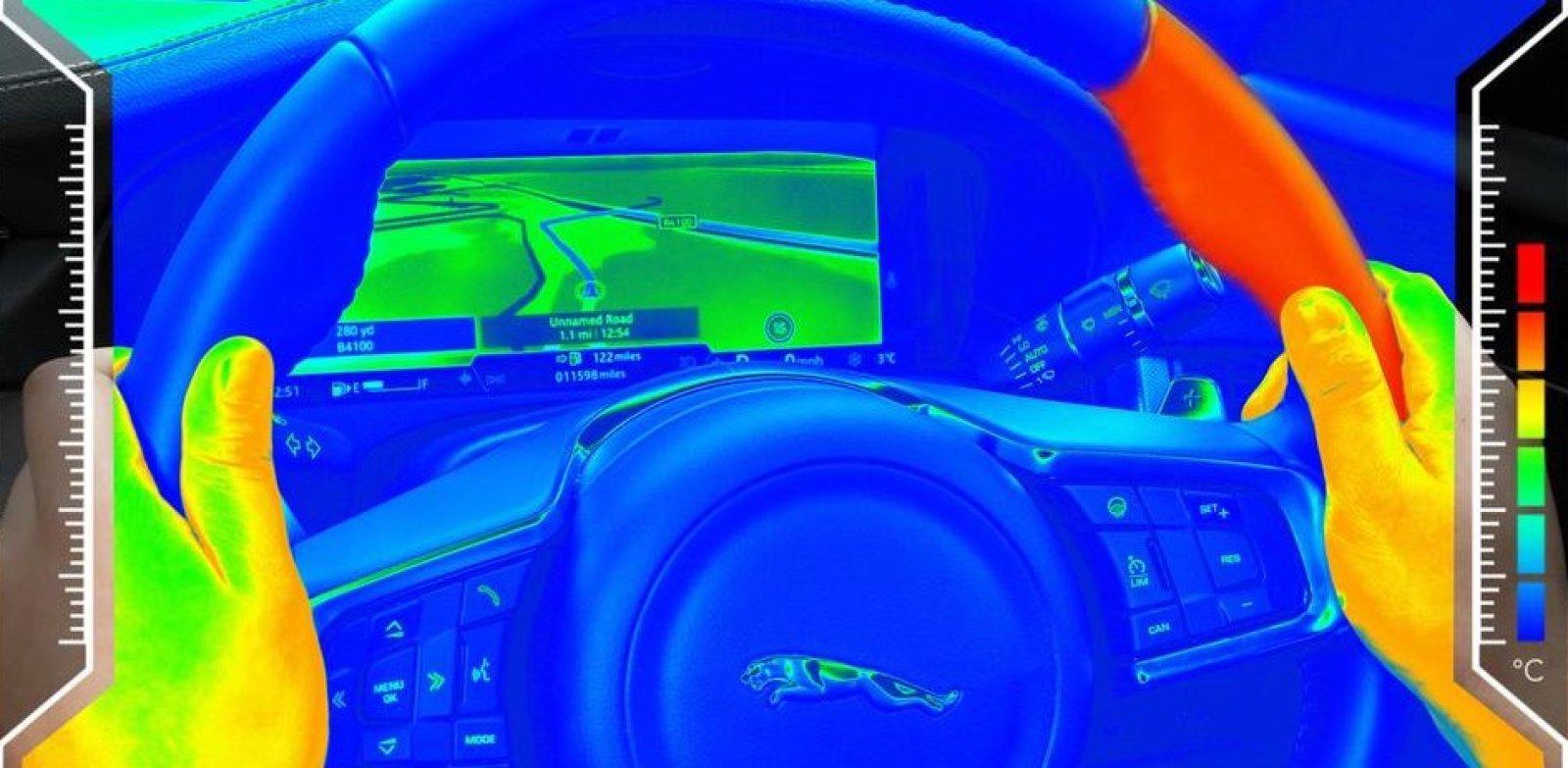 Jaguar predstavio inteligentan obruč upravljača