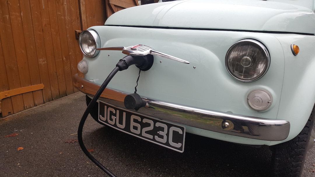 Fiat baca karte na električni 500