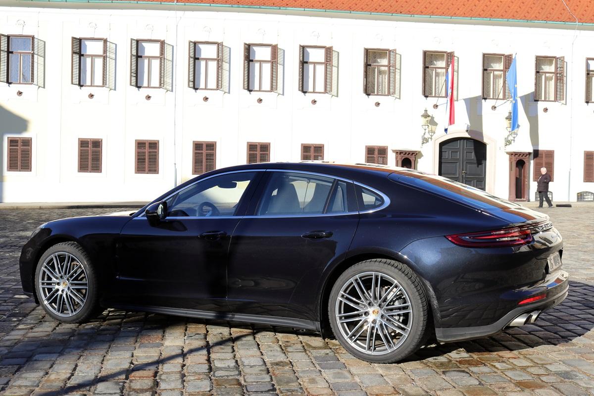 Zašto Porsche moli vlasnike Panamere da se ne parkiraju uz druga vozila?