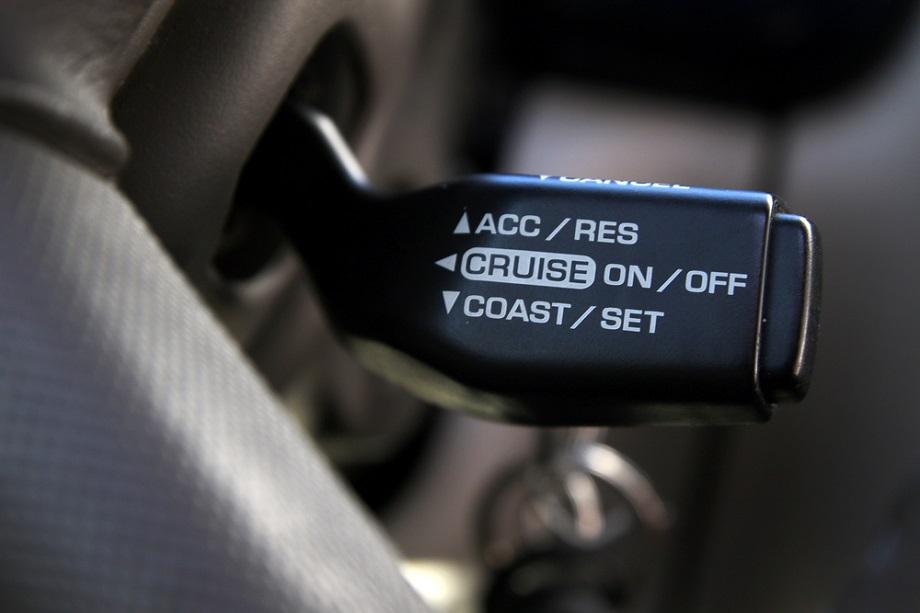 Kako funkcioniše tempomat u vozilima?